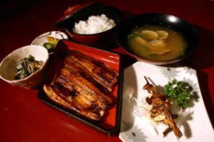 極上うなぎの蒲焼(早朝さきたて)・きも焼き・山菜・香味・ライス